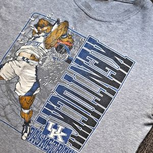 [NCAA] Vintage KY Wildcats graphic print t-shirt.